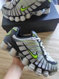 Tênis Nike Shox 12 molas tamanho 39/40<br>Usado apenas uma vez