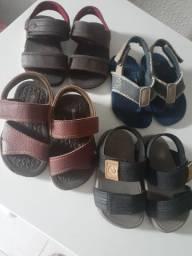 Sandálias de bebê bem conservada