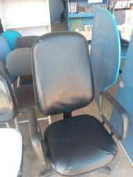 Cadeira giratoria modelo presidente em couro sintético