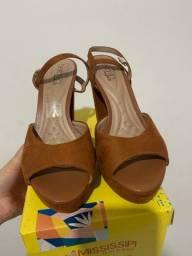 Sandália de salto meia pata