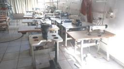 Lote de máquinas de confecção usadas, preparadas para o Jeans.