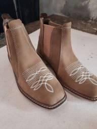 Bota em couro búfalo country solado latex