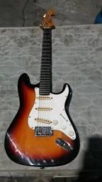 Guitarra top e barato 380 reaia