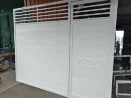 Portão de alumínio para garagem com social.