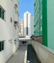Diferenciado com terraço, com 4 dormitórios sendo 2 suítes no centro de Balneário Camboriú