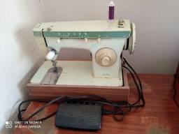 Máquina de costura SINGER R$ 400,00