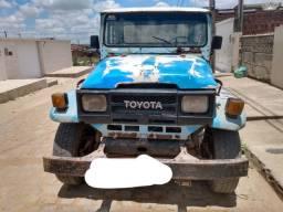 Picape Toyota bandeirante