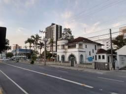 Amplo terreno comercial no centro, fazendo frente para 2 ruas, Área total 2.037,78m2