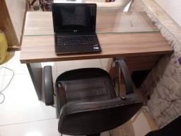 Escrivaninha, armário e cadeira. Falar no chat ou whatsapp *