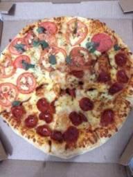 Festa com rodízio de pizza e hambúrguer artesanal vários sabores  .
