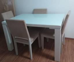 Mesa branca com vidro e 4 cadeiras