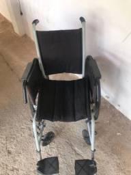 Cadeira de rodas bem conservada!