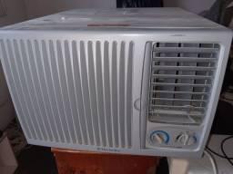 Vendo AR condicionado eletrolux