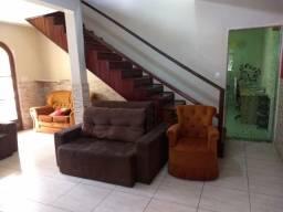 Casa à venda no bairro Milionários em lote de 360 m²