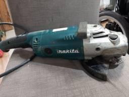 Lixadeira Makita GA7020 usada