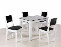 Título do anúncio:  Mesa com 4 cadeiras (NOVA)