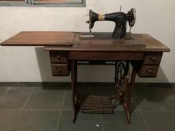 Máquina de costura - Singer - funcionando