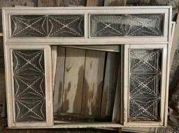 2 janelas de madeira por 100 reais