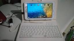 Vendo tablet com capinha/teclado.