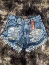 Shorts Feminino jeans rasgado e desfiado