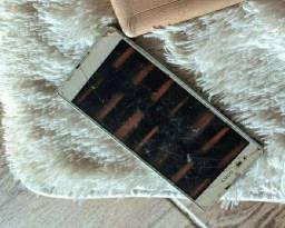 Tablet e celular retirada de peças