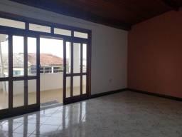 Apartamento amplo no bairro Castália. Venda ou aluguel.