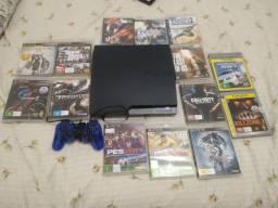 PS3, com vários jogos.