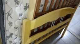 Cama de madeira com colchao ortopedico