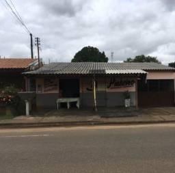 Casa bem localizada em Avenida