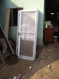 Vendo 15 portas em alumínio barato