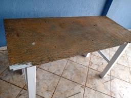 Mesa de aço maciço