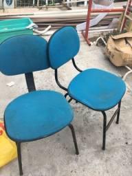 Duas cadeiras por R$50