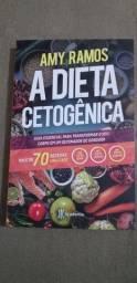 """Livro """"A dieta cetogênica"""" de Amy Ramos."""