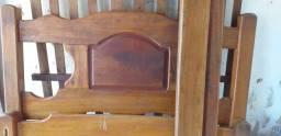 Vendo cama de madeira casal