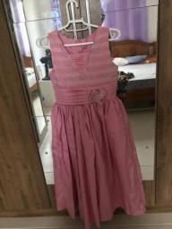 Vestidos de festa para venda. Idade recomendada entre 12 e 14 anos.