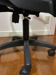 Cadeira Tramontina preta com ajuste de altura