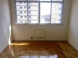 Alugo apartamento em ótimo estado, pronto para morar, 3 quartos e 2 banheiros