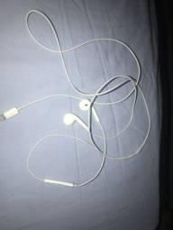 Vendo um fone de ouvido iPhone