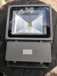 Refletor LED 100W. Ótima qualidade e fácil conserto.