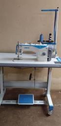 Três Máquinas de costura