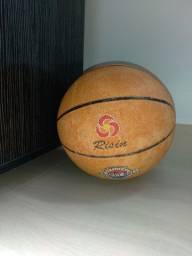 Bolas de Basquete(30 reais cada uma)