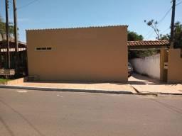 Alugo Casa 2q com pátio, dentro de terreno com 2 casas