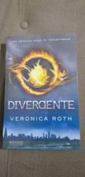 """Livro """"Divergente"""" Veronica Roth."""