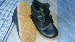 Botinha  e sapato infantil