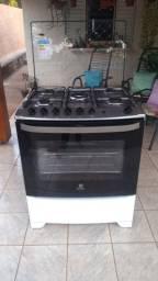 Vende-se um fogão a gás Electrolux 76 UBQ Tripla chama e Timer- Bivolt