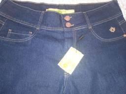 Linda bermuda jeans com lycra