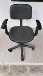 Cadeira escritório, com encosto para braço