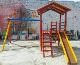 Playground Infantil em Eucalipto Tratado