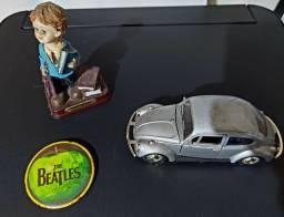 Fusca usado em ótimo estado. Broche Beatles e pequena estátua de Advogado. Que combo!