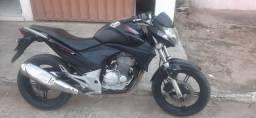 CB 300 2011 EMPLACADA